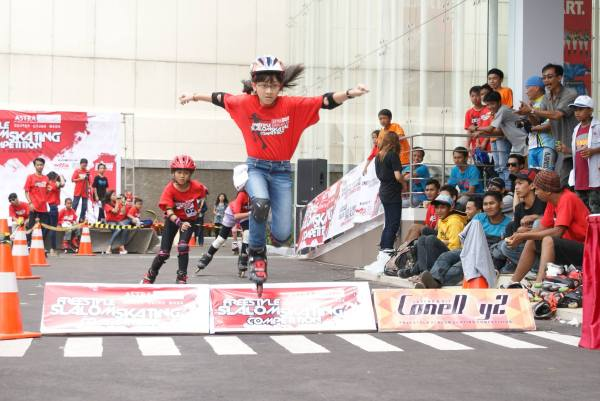 Sabrina Azzahra a.k.a Ara, skate cross junior women