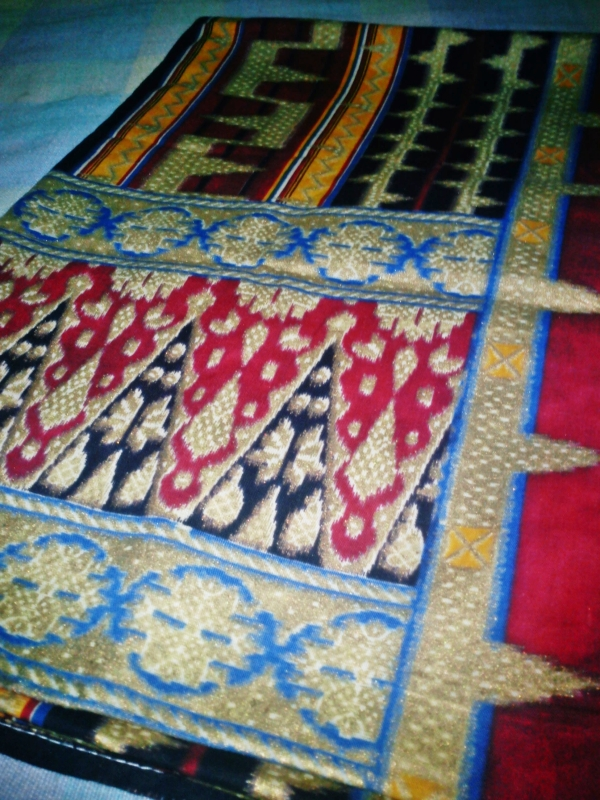 My Mom just gives me this beautiful Kain (from Lampung or Palembang, sorry I forget). What I like the most is the ethnic touch on this. I think I will make a skirt or top of that. What do you think?